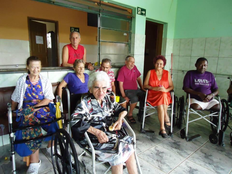 altos-custos-e-poucos-recursos-nao-desanimam-voluntarios-de-instituicao-para-idosos-em-bicas