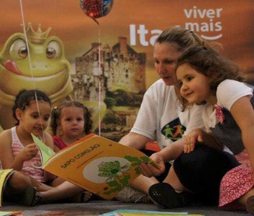 ler-para-uma-crianca-e-ser-voluntario-de-forma-gostosa