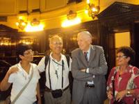 um-guia-de-turismo-promovendo-viagens-e-passeios-para-idosos