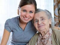 idosas-e-adolescentes-juntas-num-encontro-intergeracional